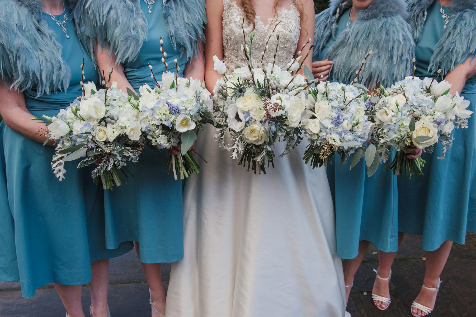 beautiful winter wedding flowers