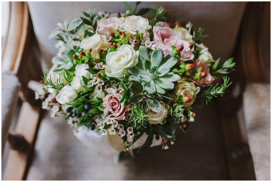 winter wedding flowers photographer